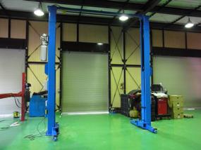 手頃な価格でも装備は充実門型二柱リフトをお求めならPit-Depotへ!