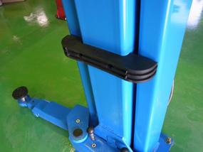 ドアの開閉もプロテクターで安心門型二柱リフトをお求めならPit-Depotへ!