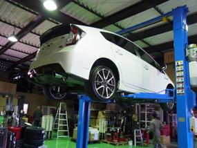 ワイドで大型車も楽々セット門型二柱リフトをお求めならPit-Depotへ!